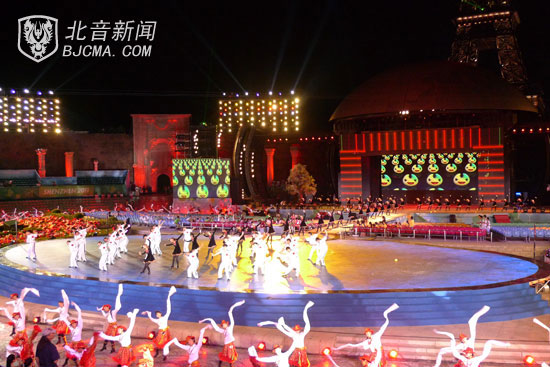 Students of CMA performing the dance – Rhythm of Youth at the Closing Ceremony of the 26th Summer Universiade