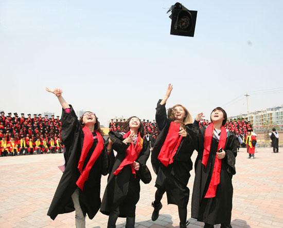 """北京现代(研修)音乐学院以超前的意识确立了""""以市场导向""""的培养方针"""