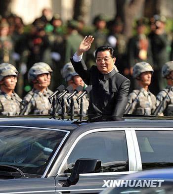 中共中央总书记、国家主席、中央军委主席胡锦涛检阅受阅部队