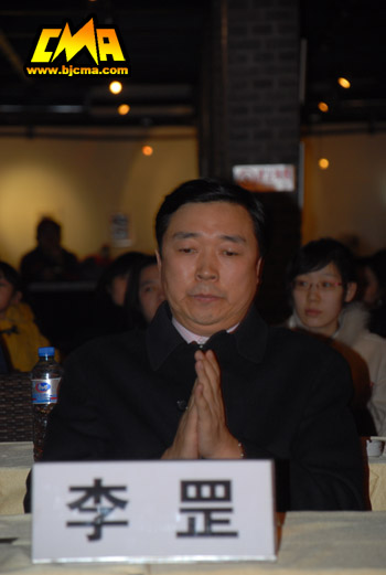 李罡院长为逝者祈福