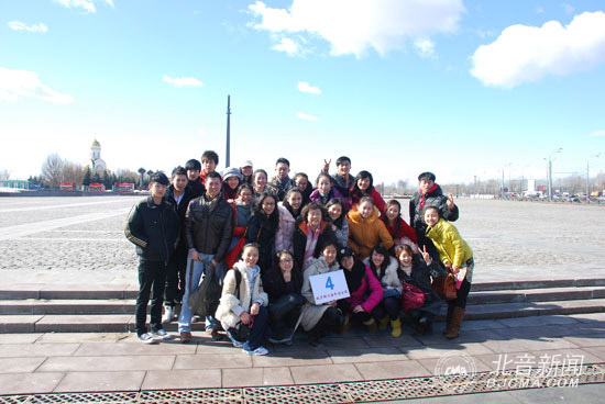 我院师生和中国留学生在俄罗斯合影留念