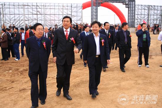 蓟县县委书记张杰(左)李罡院长(中)蓟县县长肖松(右)