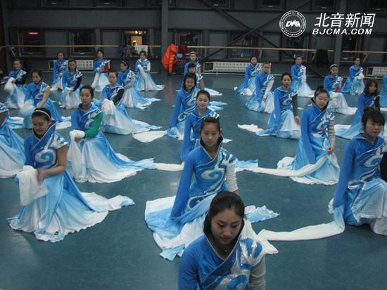 北京现代音乐研修学院2014级迎新联欢晚会火爆上演 北京现代音乐研修