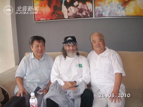 中国录音师协会秘书长高雨春、《阿凡达》录音主创者James-Tanen-Baum、王少杰院长合影