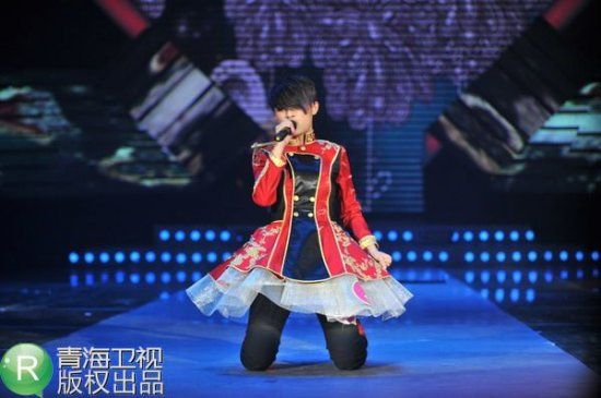 最后一轮角逐中 蔡婷玉演唱《死了都要爱》