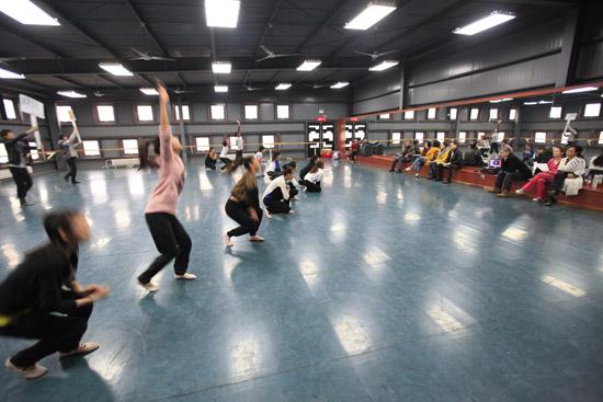 中央电视台《舞蹈世界》栏目组来北京现代音乐学院征集民舞节目