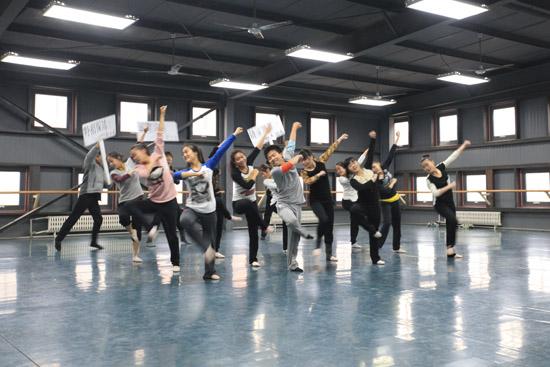 cctv《舞蹈世界》栏目组来北京现代音乐学院征集民舞