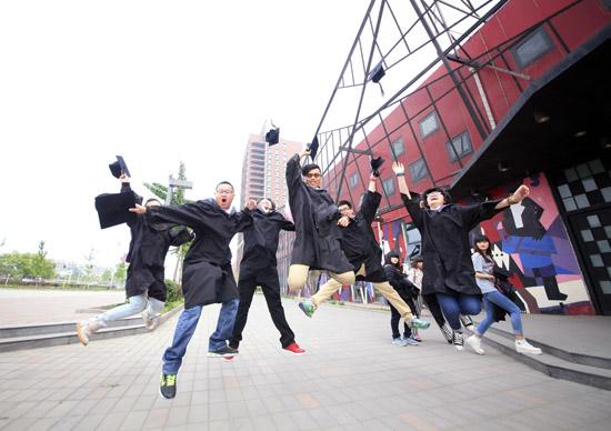 [图片]北京现代音乐学院2013届毕业典礼:拳拳师生情 悠悠同窗谊