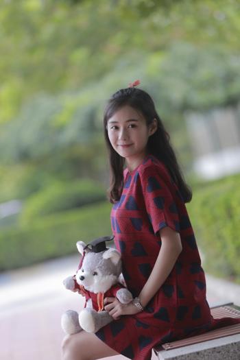 万星人小妹妹郑合惠子现身北京现代音乐研修学院