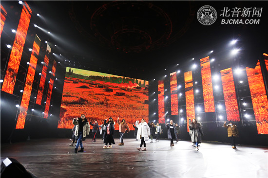 【探班】第十五届北京现代音乐艺术节国际舞蹈学院《又见·蝶恋花》专场:燃舞化蝶 静待绽放