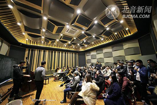 美国萨克斯大师Jonathan Orland做客北京现代音乐研修学院大师讲堂