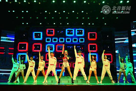 """""""这!就是街舞""""Yaya编舞 北京现代音乐研修学院歌舞表演精彩助力""""靓丽风采,锦绣年华""""通州区庆祝国际妇女节108周年活动"""