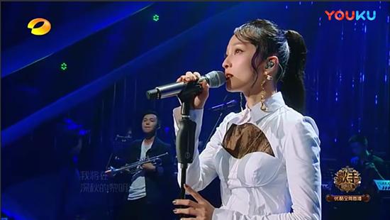 《歌手2018》北京现代音乐研修学院毕业生何浩诚精彩助阵张韶涵《再见青春》