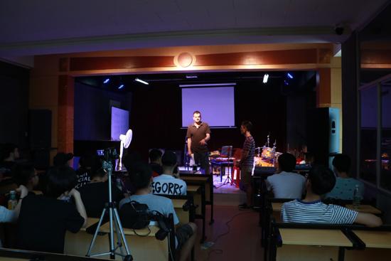 【公开课】北京现代音乐研修学院外籍教师Jeff Gilman公开课:如何构建一段自己风格的贝斯旋律线