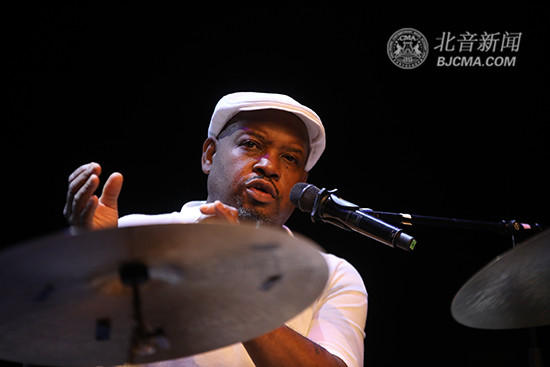 美国传奇爵士鼓大师Gene Jackson做客北京现代音乐研修学院大师讲堂