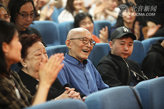 """""""活佛济公""""游本昌做客到北京现代音乐研修学院大师讲堂: 做艺术,是一件很幸福的事情!"""