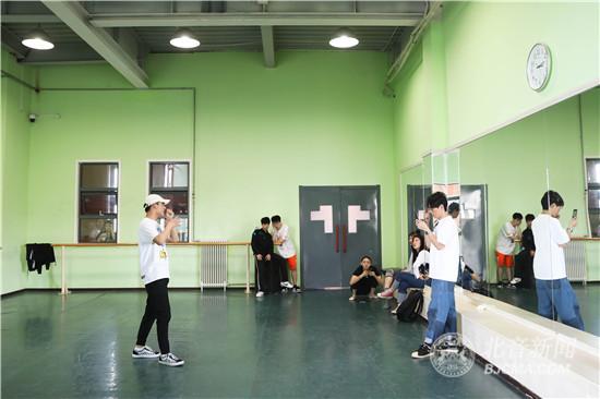湖南卫视中国首档学院派舞蹈创编竞技节目《我心舞动》导演组来北京现代音乐研修学院选角调研